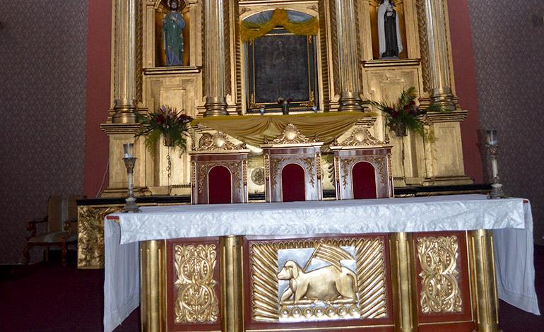 Altar Mayor, al fondo la imagen en pintura de la Inmaculada Concepción.