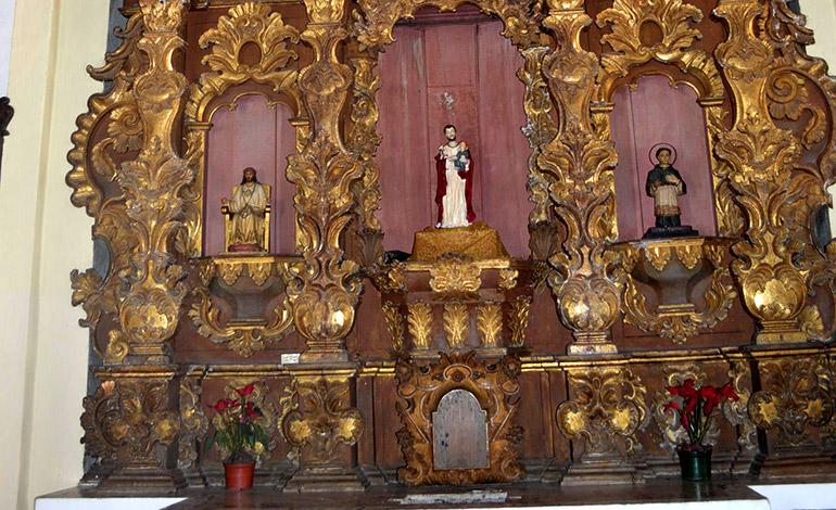 Otro de los antiquísimos retablos de la ahora catedral de Danlí.