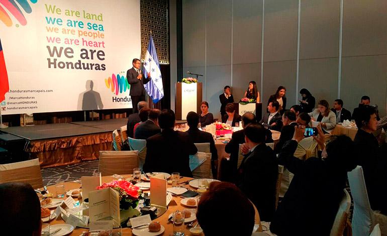 El Presidente Juan Orlando Hernández expuso el año pasado ante empresarios de Taiwán, sobre las bondades del Plan Honduras 20/20.