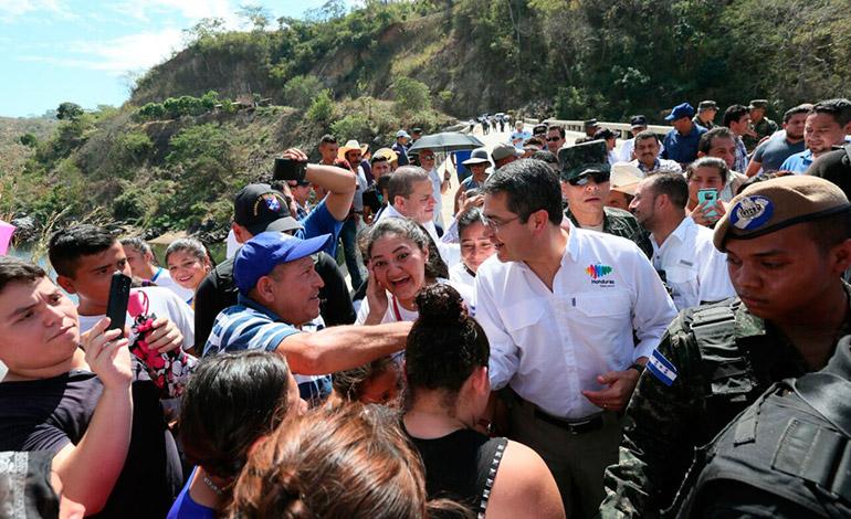El mandatario saludó a sus paisanos del municipio de Mapulaca, fronterizo con El Salvador.