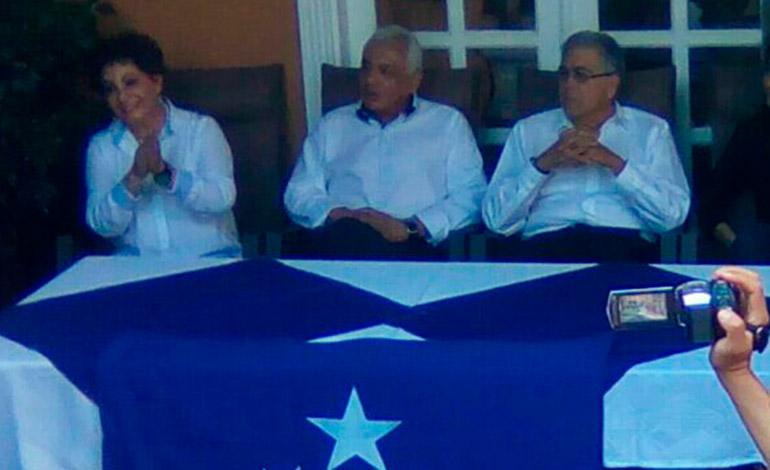 La dirigencia del Monarca, encabezada por el aspirante presidencial, Roberto Ramón Castillo, presentó a sus cuadros políticos en el inicio de campaña.