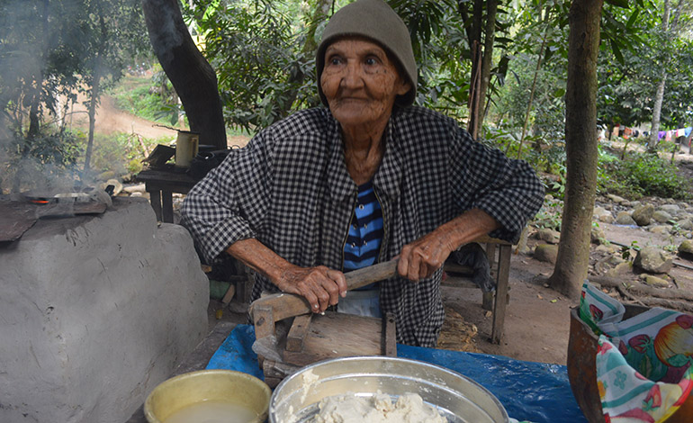 Ya no usa las palma de la mano para hacer las tortillas para eso está la maquina.