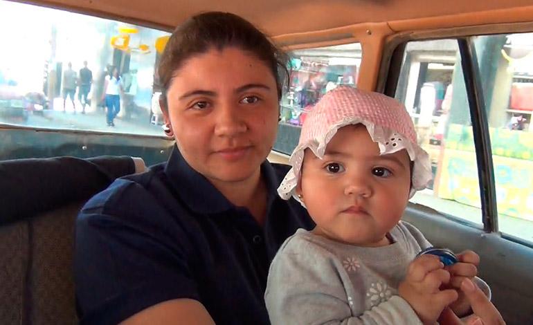 La señora Thelma Guevara indicó que las bajas temperaturas mantienen a muchas madres preocupadas por la salud de sus hijos.