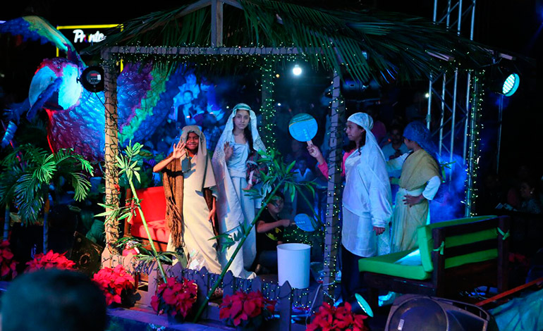 Por tratarse de la temporada navideña, el toque religioso no podía faltar en esta festividad.