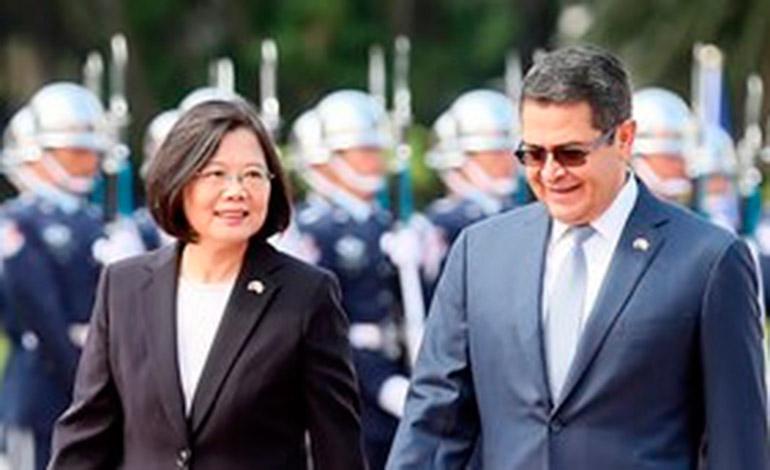 Con honores, la presidenta Tsai recibió en Taipéi al Presidente Hernández, el año pasado.