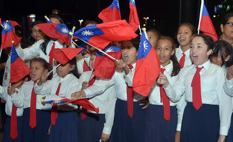 Alumnos de la Escuela República de China-Taiwán, fueron los protagonistas de la calurosa bienvenida en un Hotel de Tegucigalpa, donde la dignataria se hospedó y realizó varias reuniones.