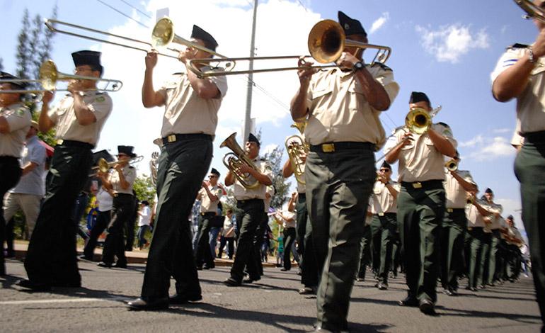 La banda del Estado Mayor Conjunto fue una de las que amenizó el recorrido con la patrona de los hondureños.