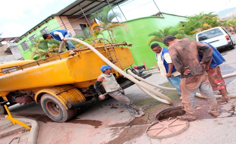 Personal de la alcaldía trabajará en la instalación del drenaje.