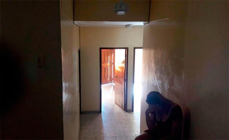 """En varios centros de masajes se descubrió que además de ser """"casas de citas"""", a los clientes les """"fumaban el puro""""."""
