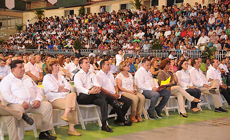 Varios funcionarios y muchos pobladores asistieron a la actividad donde se anunció nuevas obras.