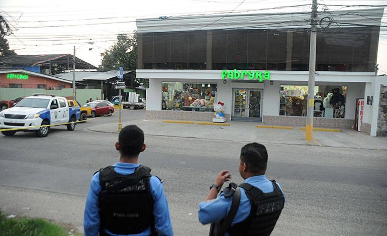 En este sitio estaba el también locutor de radio cuando lo atacaron los falsos policías.