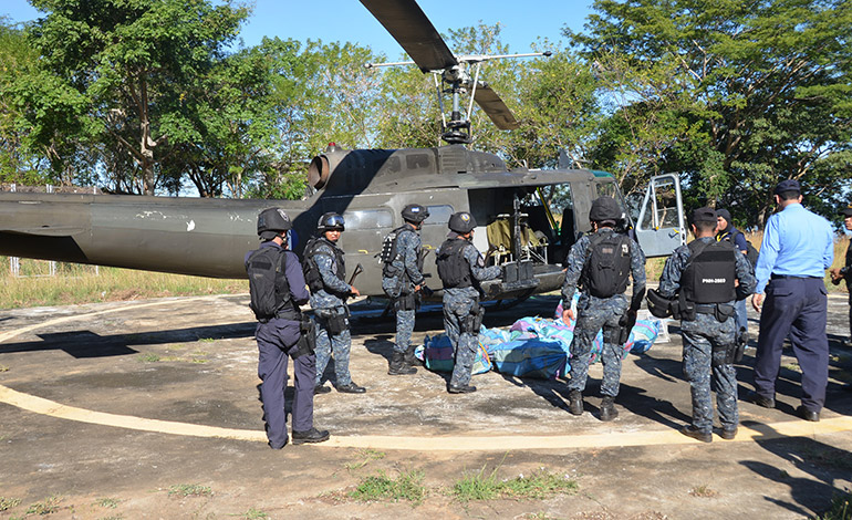Custodiada por efectivos de la tropa especial TIGRES y agentes de la Dirección Policial de Investigaciones (DPI) y fiscales del Ministerio Público se hizo el traslado de la droga.