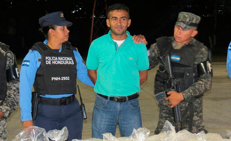 Por los delitos de tráfico y posesión de estupefacientes será acusado Noel de Jesús Estrada, originario y residente en el sureño municipio de El Triunfo.
