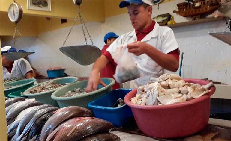 Entre cinco, diez y 20 lempiras fue el incremento que aplicaron los comerciantes a los mariscos y pescados.