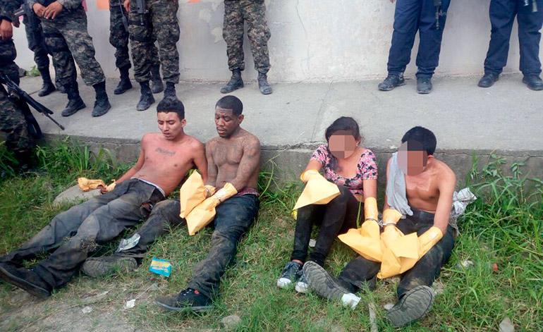 Los pandilleros fueron arrestados luego que autoridades policiales les dieran una tenaz persecución.