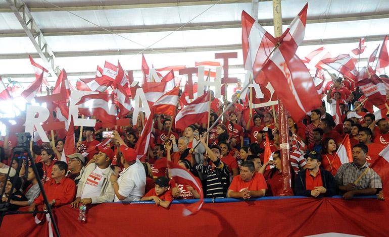Liberales de diferentes municipios del departamento de Cortés demostraron su apoyo a Núñez.
