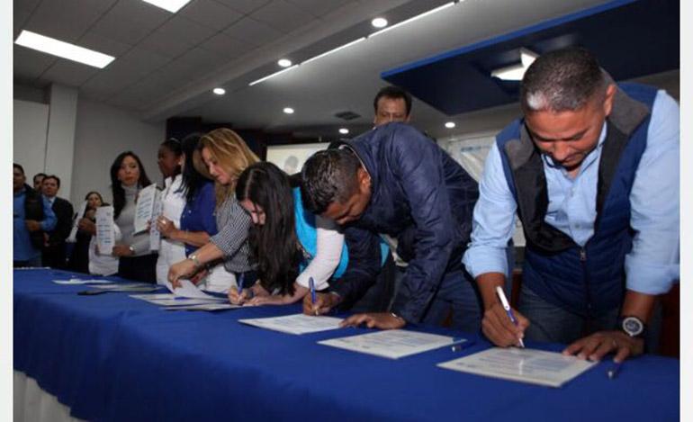 En el evento participaron los aspirantes de las diferentes corrientes que participarán en las elecciones primarias del próximo 12 de marzo.