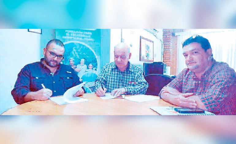 Carlos Urmeneta, de IDE, Miguel Ángel Bonilla, director Funder y David Erazo, coordinador de alianzas públicas-privadas de Funder.