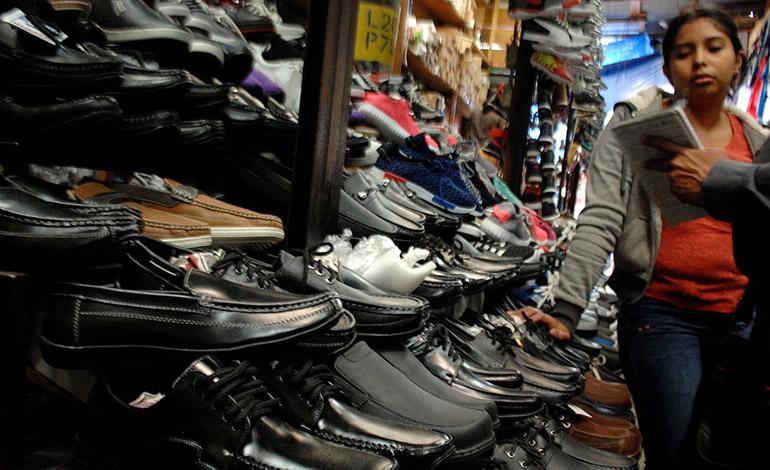 Los zapatos colegiales cuestan desde 120 a 500 lempiras según la marca.