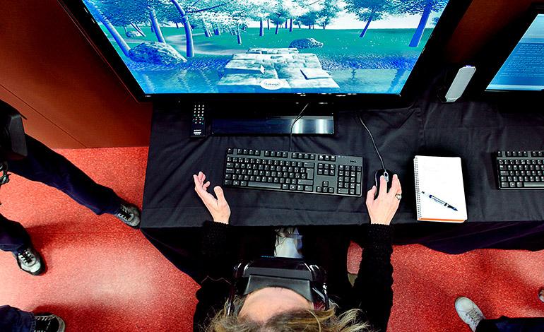 Los expertos advierten: la realidad virtual está en un estadio temprano y todavía existen riesgos que pueden llevar a confundir realidad y ficción. . EFE/Manuel Bruque