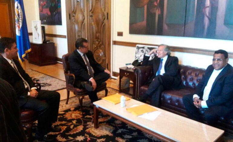 El secretario de la OEA, Luis Almagro, recibió a los magistrados del TSE en su despacho a las 9:30 de la mañana.