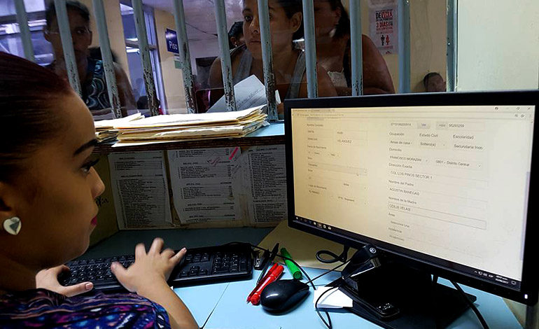 Reajuste salarial reciben empleados del Hospital Escuela
