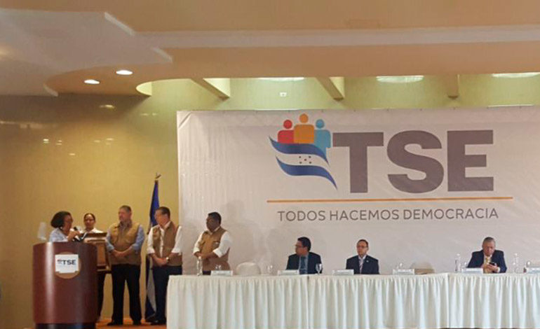 TSE firma convenio con cuatro universidades para la aportación de custodios electorales