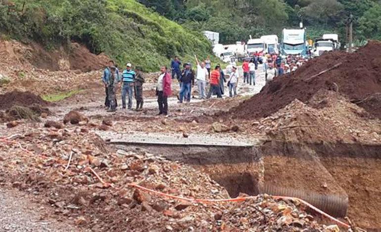 Tres muertos y más de mil evacuados deja frente frío en Honduras