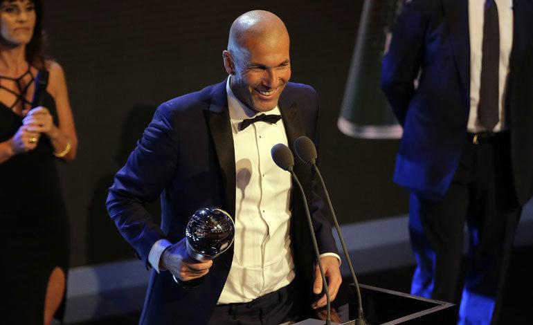 Zidane recibe el premio 'The Best' a mejor entrenador de la temporada