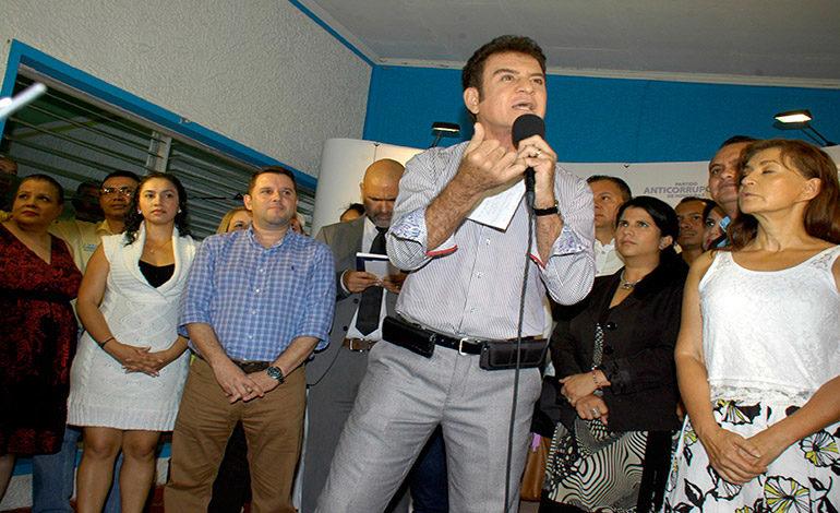 """Salvador Nasralla: """"En mi gobierno se respetará Palmerola"""""""