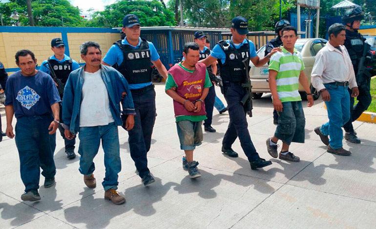 Cinco hermanos ultimaron a un vecino de 110 machetazos