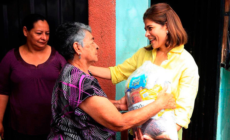 SOLIDARIA. Desde sus cargos públicos, sobre todo como ministra de Desarrollo Social tuvo una excelente proyección con las personas más necesitadas.