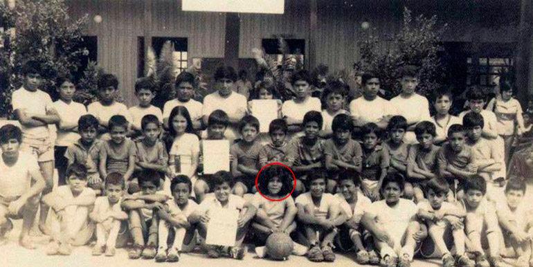 DEPORTISTAS. En los tiempos de infancia, Juan Orlando (segundo en la segunda fila) y su hermana, Hilda Hernández, quien posa con la pelota.