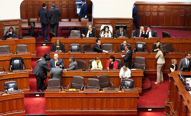 Presidente de Perú se defiende en el Congreso ante pedido de destitución