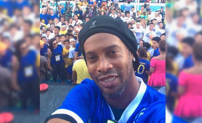Ronaldinho al Senado según prensa brasileña