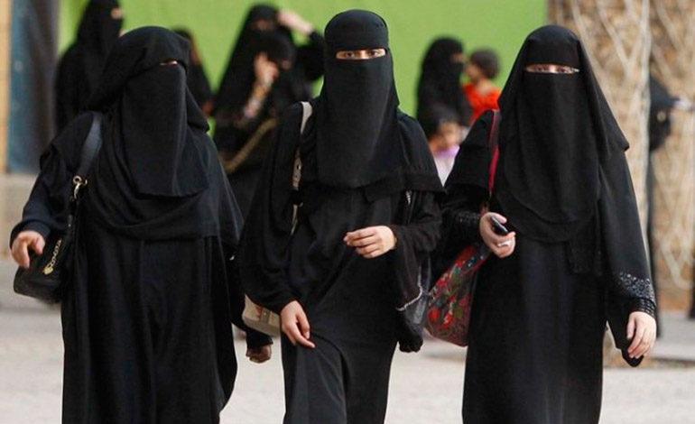 Arabia Saudí permitirá a las mujeres conducir motos y camiones