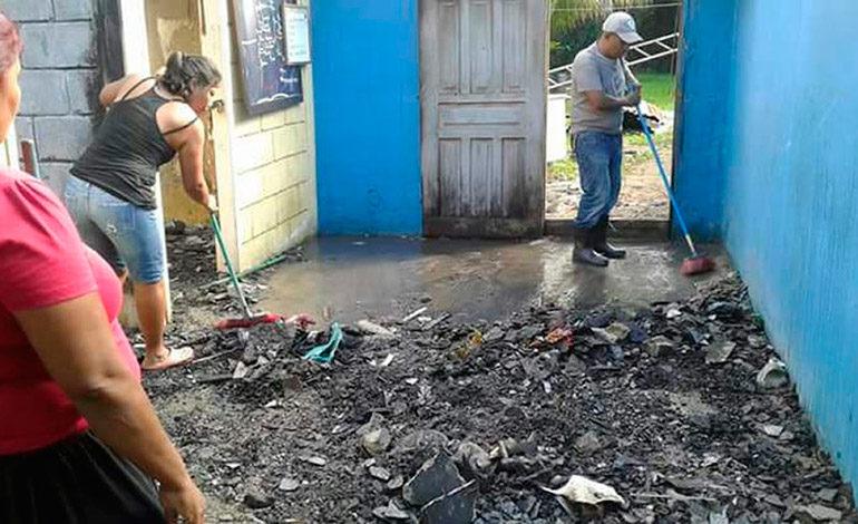 Manifestantes queman posta policial en Trujillo