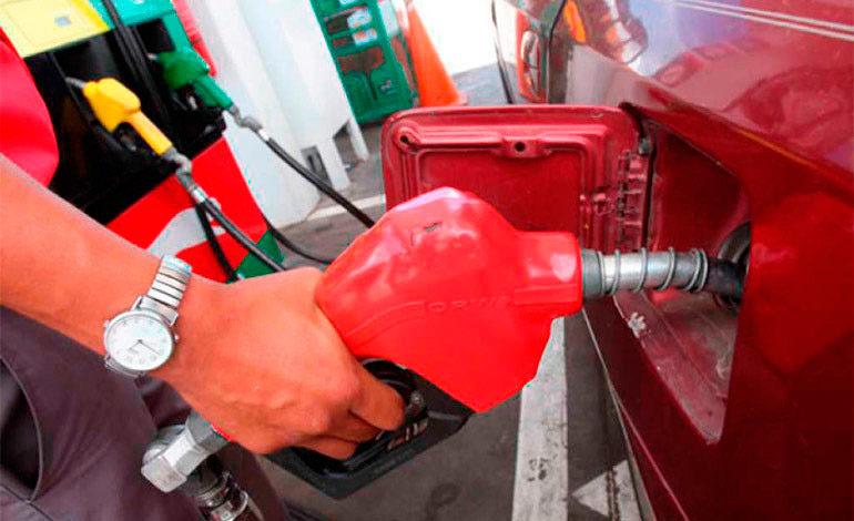 """Dos semanas más """"congelados"""" los precios de los combustibles"""