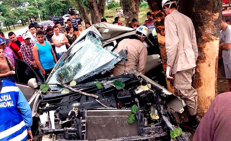 Joven muere en aparatoso choque cuando conducía su carro nuevo