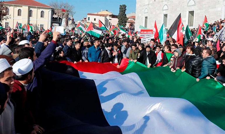 Multitudinaria protesta en Estambul contra decisión de Trump sobre Jerusalén
