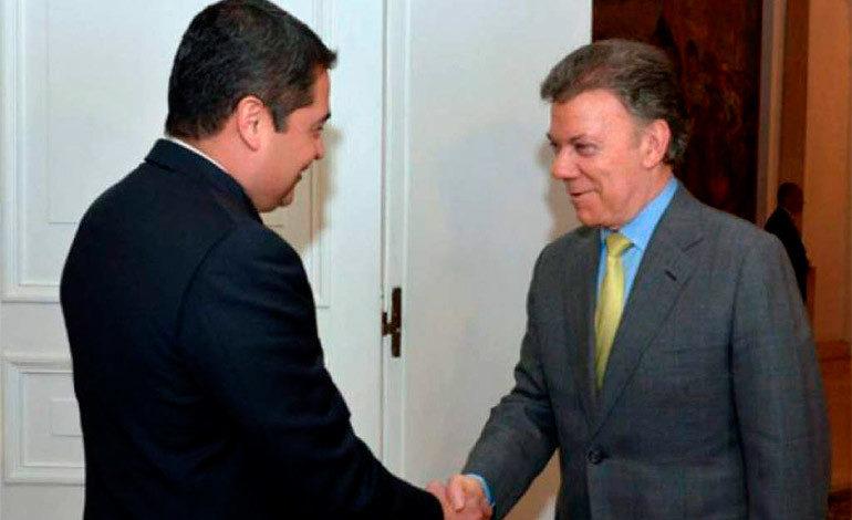 Presidente Hernández recibe felicitaciones de su homólogo Juan Manuel Santos