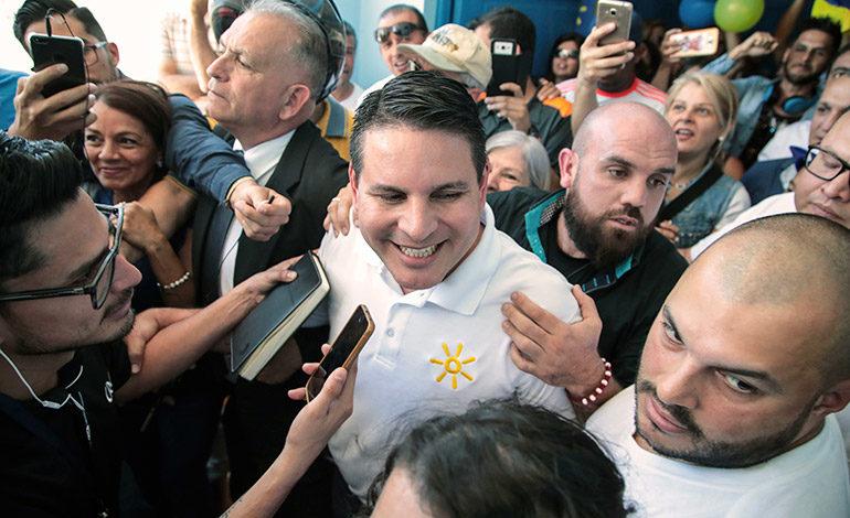 Predicador evangélico Alvarado encabeza elección en Costa Rica y va a balotaje