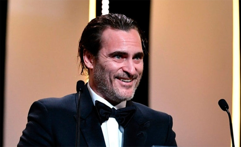 Joaquin Phoenix negocia con Warner Bros. para ser el nuevo Joker