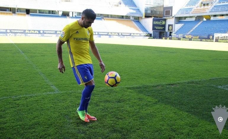 Jona debutaría con Cádiz ante el Gimnàstic de Tarragona
