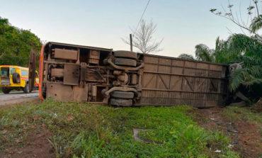 Un muerto y varios heridos deja volcamiento de autobús en la carretera CA-13