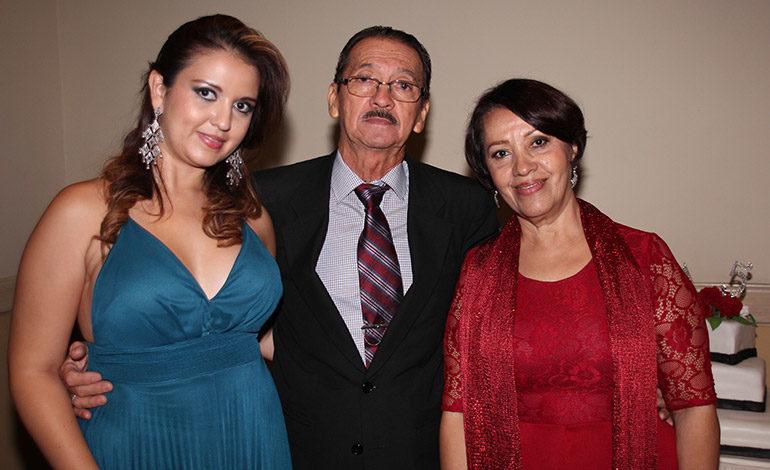 Stephanie Arita, Obdulio Arita, Bertha Suazo.