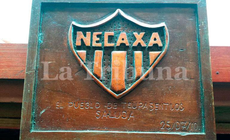 """Sergio Mejía blanqueó dinero del narcotráfico con el aporte monetario al desparecido Club Necaxa por lo cual recibió reconocimientos de parte de """"Los Rayos"""" (foto de archivo cuando ascendieron a primera división en 2010)."""