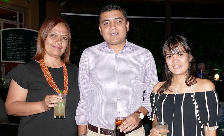 Rosa Barrientos, Kerin Rivera y Vilma Rivera.