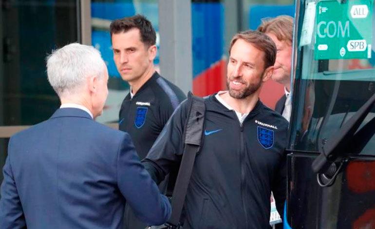 Inglaterra parte hacia Rusia a seis días de su debut