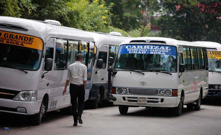 """Confirma directivo: """"No está aprobada ninguna alza en el sector transporte"""""""